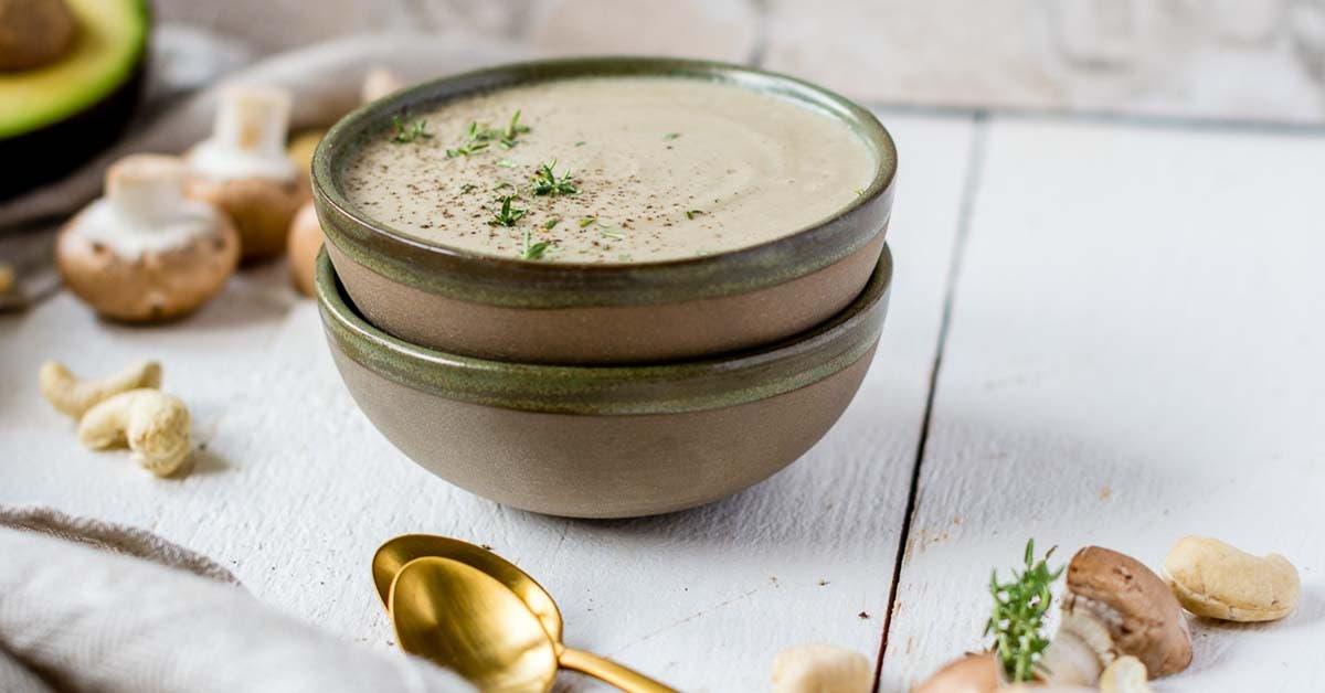 Vegane Champignon Cremesuppe ohne kochen – fertig in 5 Minuten!