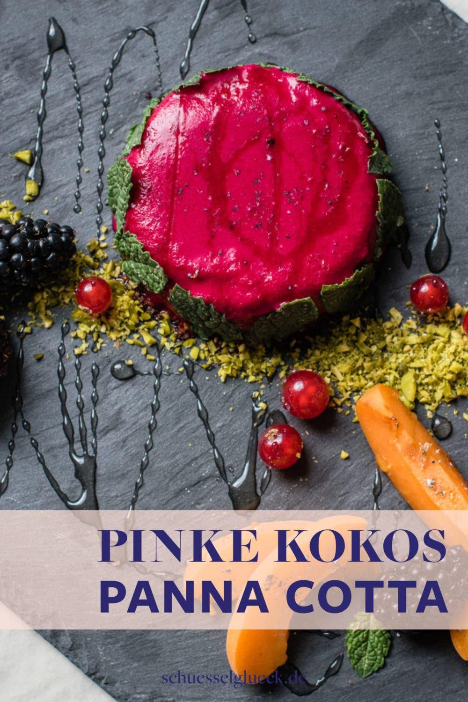 Pinke Kokos Panna Cotta mit Kardamom, Aprikosen und Beeren