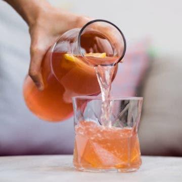 Durstlöscher in Wasserglas
