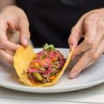 Mexiko kulinarisch: Selbstgemachte Tortillas aus Maismehl – der Stoff aus dem Tacoträume sind