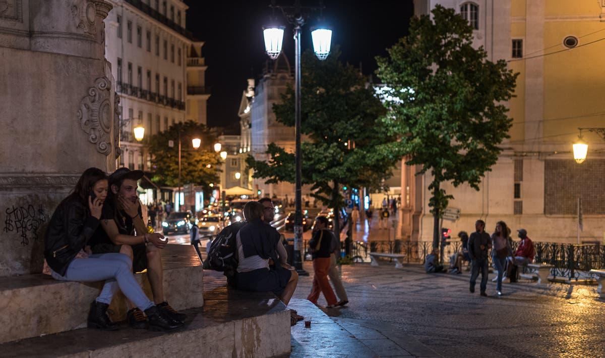 Straßen von Lissabon bei Nacht