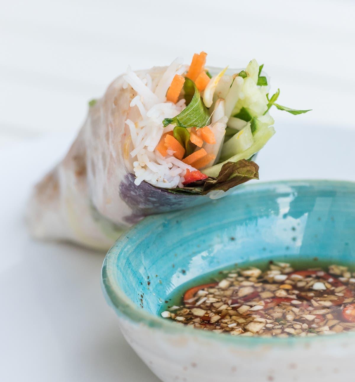 Sommerrollen mit Reis und Gemüse | Wie du vietnamesische Sommerrollen ganz einfach zuhause machst (inkl. Dipp)!