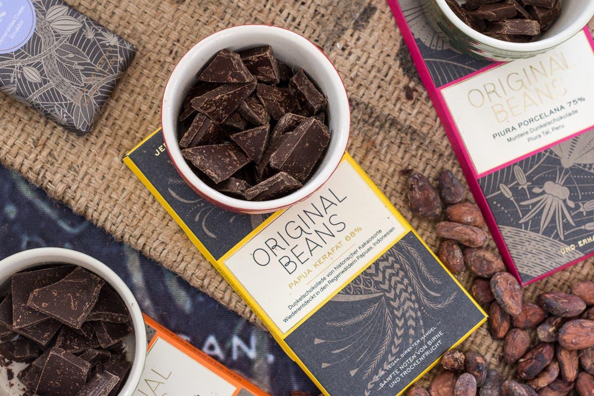 Topshot von verschiedenen Schokoladen