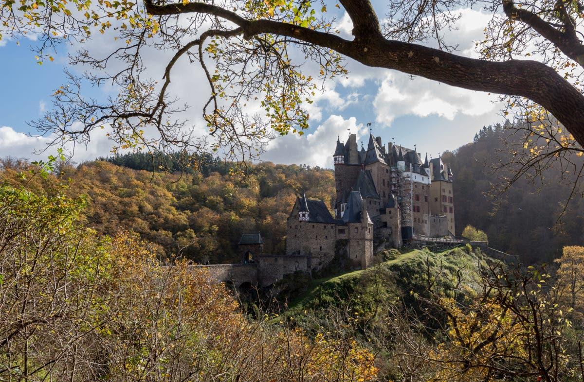 Landschaftsaufnahme von Burg Eltz
