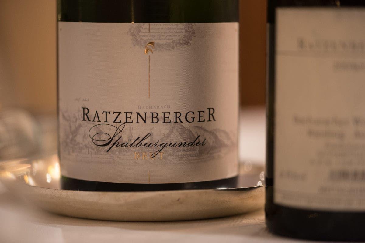 Nahaufnahme von Weinetikett von Spätburgunger Ratzenberger vom Mittelrhein