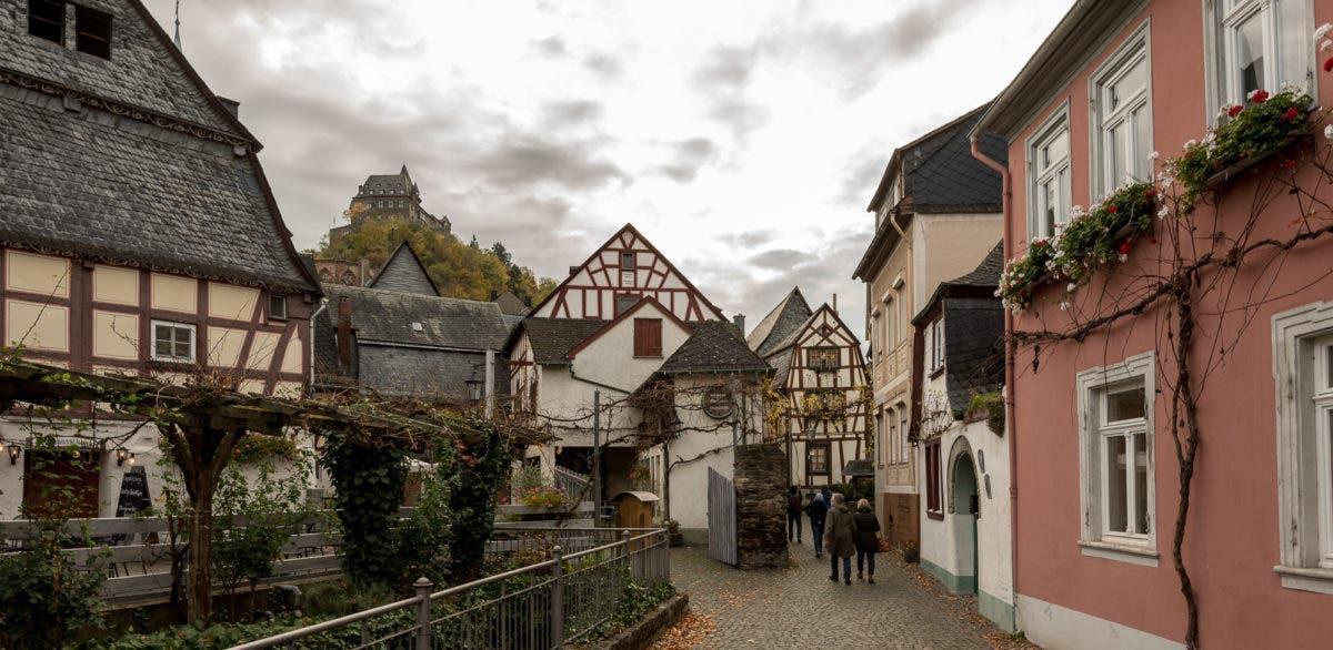 Aufnahme von Fachwerkhäusern in Ort am Mittelrhein