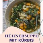 Top Shot von Suppenteller mit klarer Brühe und Suppeneinlage