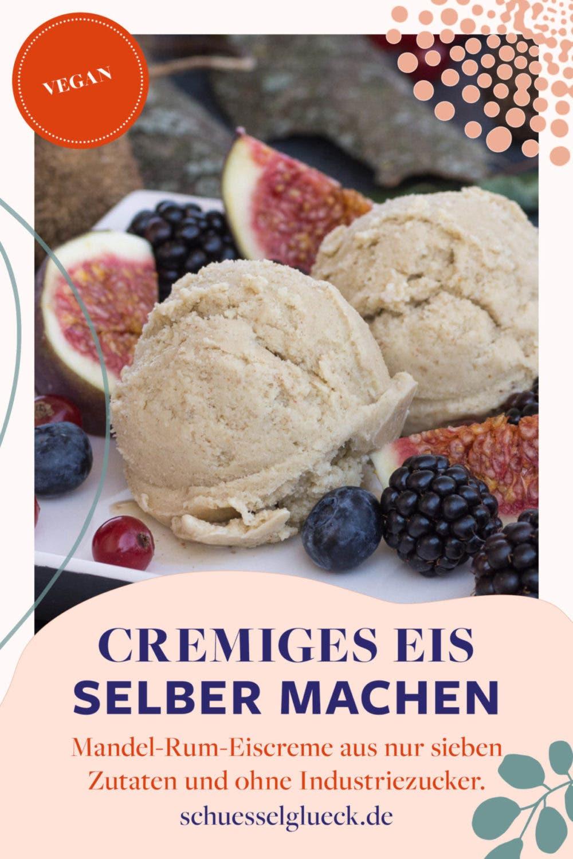 Cremige Mandel-Rum-Eiscreme mit Feigen und Spätsommerbeeren (vegan)