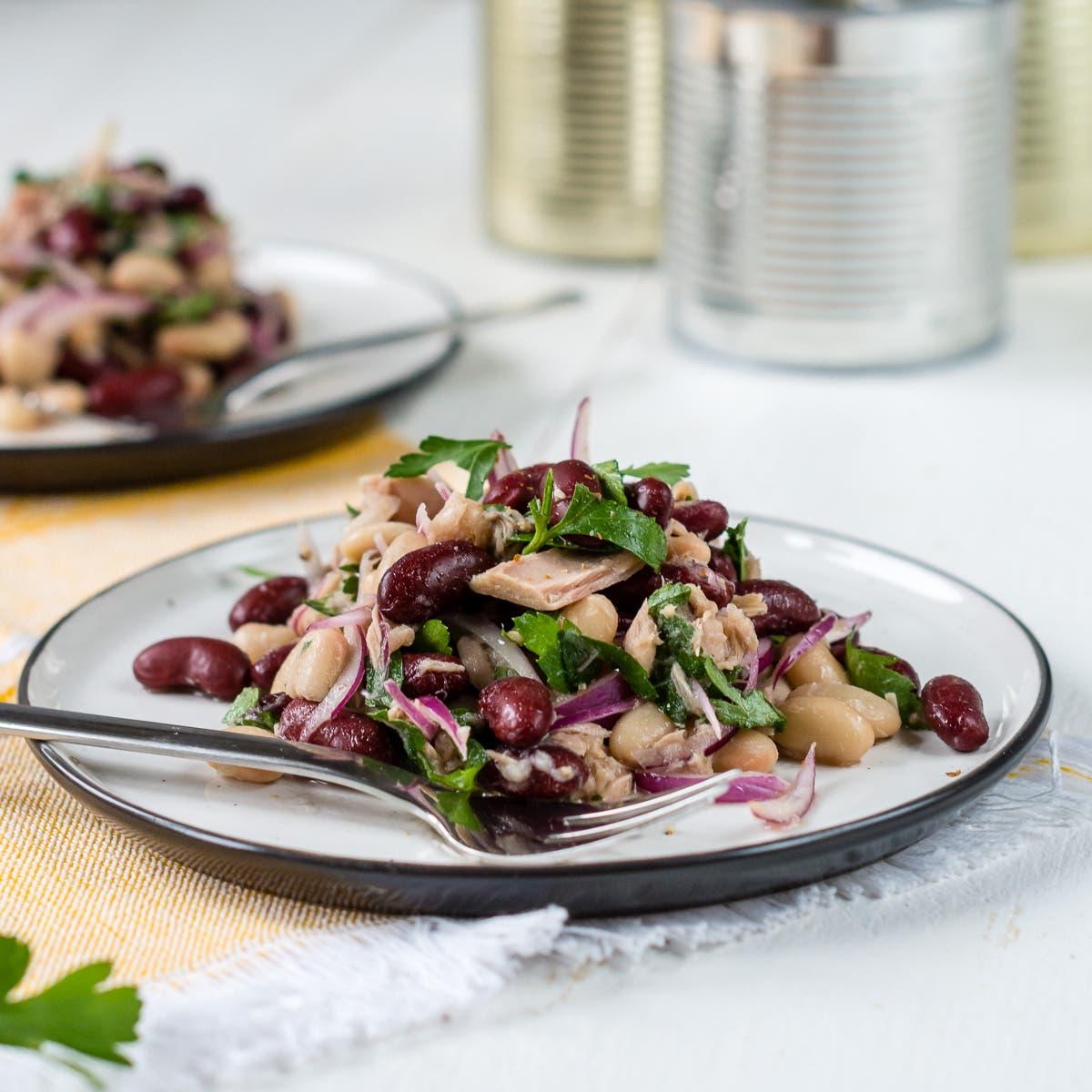 Schneller Bohnensalat mit zweierlei Bohnen, Thunfisch und Zwiebeln + Verlosung!