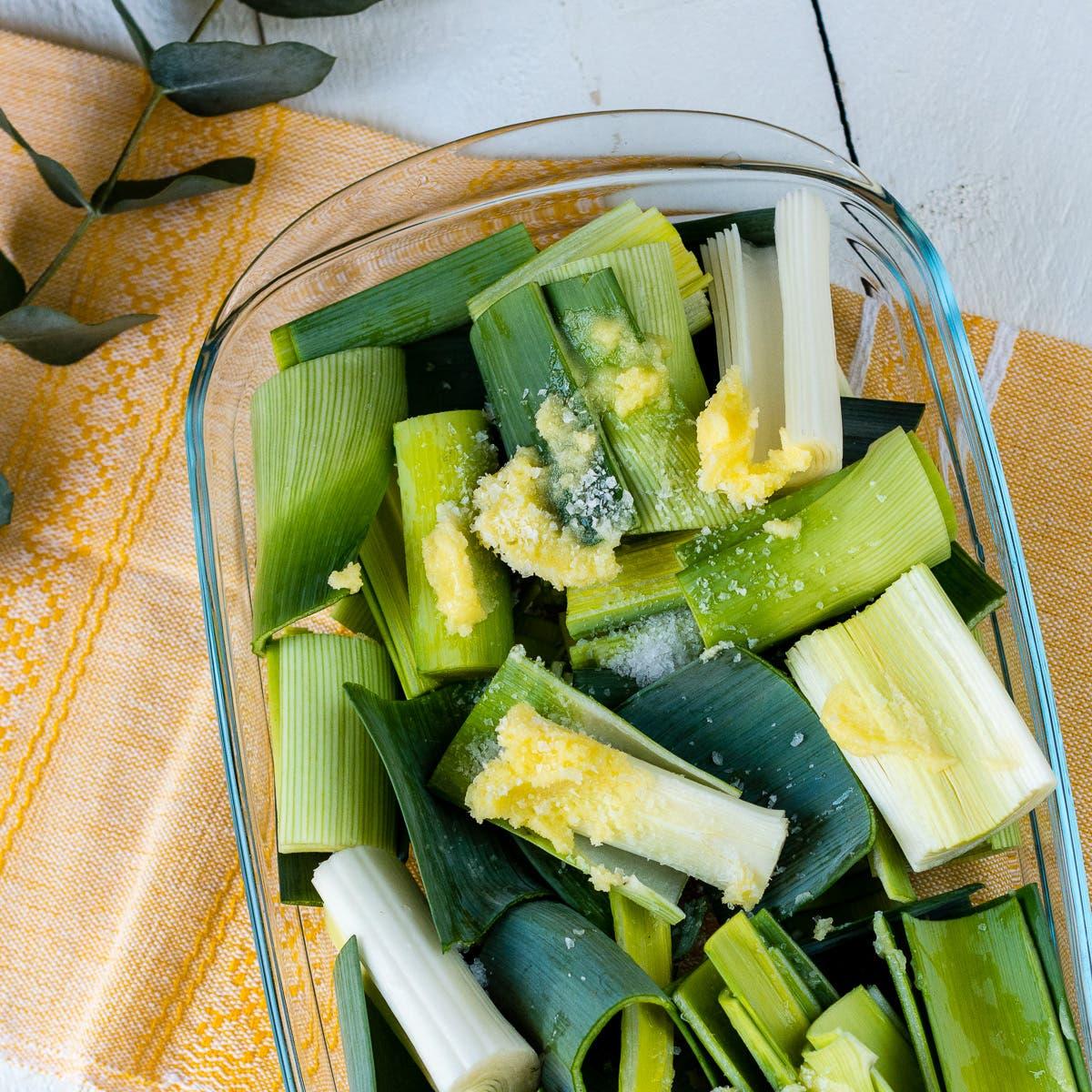 Gesunde Frühlingsrezepte: Geschmorter Lauch aus dem Ofen mit Ghee
