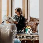 Frau sitzend am lesen