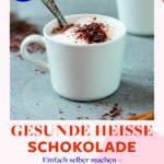 Eine Tasse gesunde heiße Schokolade