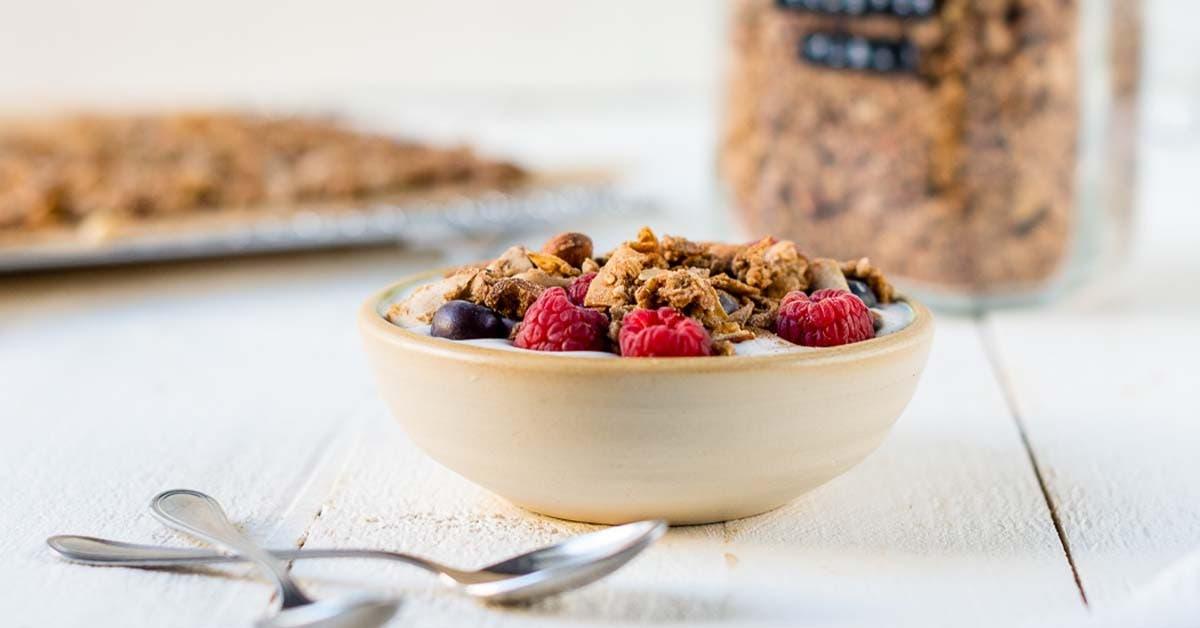 Gesundes Knuspermüsli mit Zimt – Granola ohne Zucker selber machen