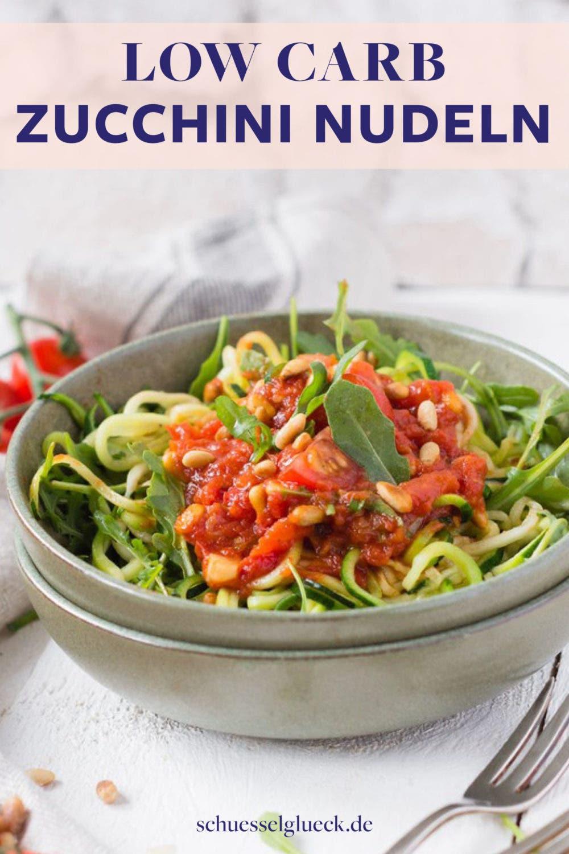 Zucchini Pasta mit Tomaten, Rucola und Pinienkernen