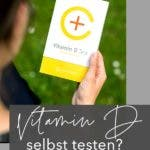 Person hält einen Vitamin D Test in der Hand