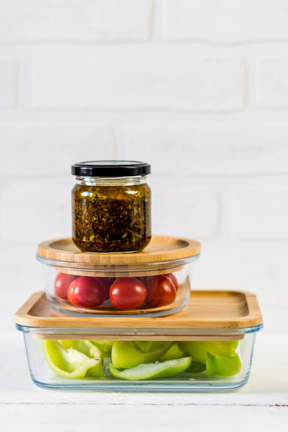 Mealprep Dosen mit Paprika, Tomaten und Soße